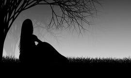 Ensam flicka som bara sitter under kusligt träd stock illustrationer