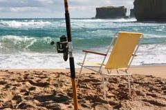 ensam gånget hav för strand fiske Royaltyfri Fotografi