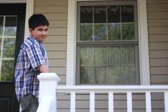 ensam home tonåring arkivbild