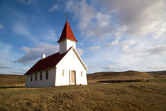 Ensam kyrka på Breidavik, Westfjords Royaltyfria Bilder