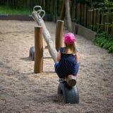 Ensam liten flicka på en lekplats Royaltyfri Fotografi