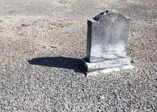 Ensam liten gravsten Royaltyfri Fotografi