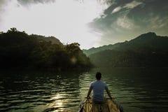 Ensam man på fartyget Royaltyfri Foto