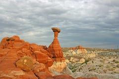 Ensam orange hoodoo i Utah arkivbild