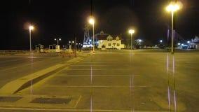 Ensam parkeringsplats stock video