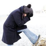 Ensam person på en strand royaltyfri fotografi