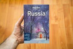 Ensam resehandbok för planetRyssland lopp royaltyfria bilder