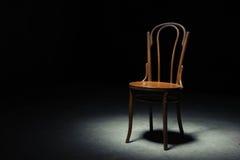 Ensam stol på det tomma rummet Royaltyfri Fotografi