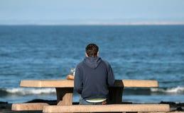 ensam strand Arkivfoto