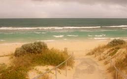 ensam strand Royaltyfri Foto