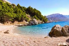 Ensam strand på Makarskaen Riviera Royaltyfri Fotografi