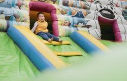 Ensam unge på lekplats Royaltyfria Foton