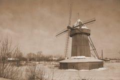 Ensam väderkvarn i Januari Arkivbild