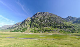 Ensam väg nära Glencoe - Skottland, UK Arkivfoto