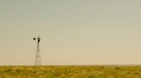 ensam windmill Royaltyfri Bild