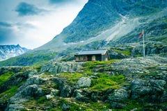 ensamma berg för hus Arkivfoto