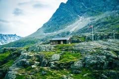ensamma berg för hus Arkivbild