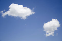 Ensamma moln Arkivbilder