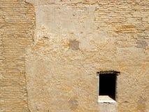 ensamt fönster Arkivfoto