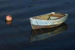 Ensamt fartyg Arkivbild