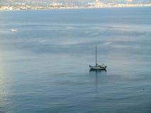 ensamt fartyg Fotografering för Bildbyråer
