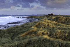Ensamt hus på stranden royaltyfri fotografi