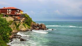 Ensamt hus vid havet Bild som liknas stormen arkivbilder