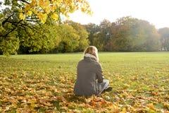 ensamt kvinnabarn Royaltyfri Fotografi