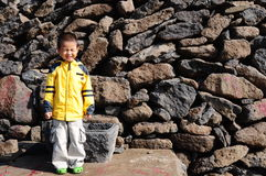 ensamt pojkefält Royaltyfria Bilder