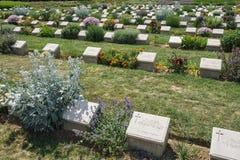 Ensamt sörja den minnes- kyrkogården Arkivbilder