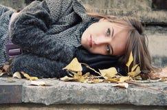 ensamt SAD för flicka arkivfoton