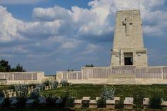 Ensamt sörja den minnes- kyrkogården Arkivfoto