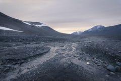 Ensamt stenfält som ger mening av tomhet i Sarek Royaltyfri Bild