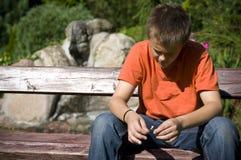 ensamt tonårs- för pojke Arkivfoton