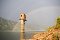 Ensamt vattentorn arkivfoton