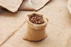 Ensaque com grãos de café Imagem de Stock