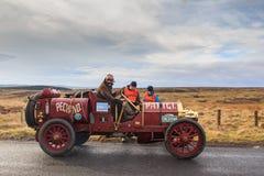 Ensayo de la confiabilidad del coche del vintage a través de Northumberland fotos de archivo libres de regalías