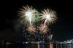 2016-07-02 ensayo de la exhibición de los fuegos artificiales del día nacional de Singapur Imagenes de archivo