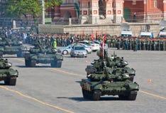 Ensayo del desfile de la victoria: Los tanques de batalla T-90 Fotografía de archivo
