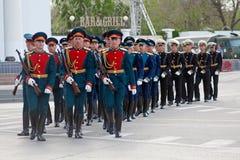 Ensayo general del desfile militar en el 67.o aniversario de la victoria en gran guerra patriótica el día de la victoria en Stali Foto de archivo