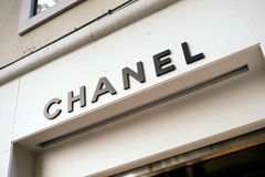 Enseña a la tienda Chanel en Venecia foto de archivo libre de regalías