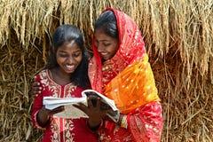 Enseñanza para adultos en la India rural Foto de archivo libre de regalías