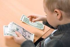 Enseñanza para contar el dinero Imágenes de archivo libres de regalías