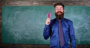 Enseñe el papel Prepárese para los efectos de escritorio de la compra de la estación de la escuela Efectos de escritorio sonrient imagen de archivo libre de regalías
