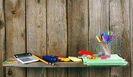 Enseñe los accesorios En fondo de madera Imágenes de archivo libres de regalías