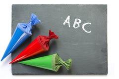 Enseñe los conos en un chartboard con buena suerte del mensaje Fotografía de archivo libre de regalías