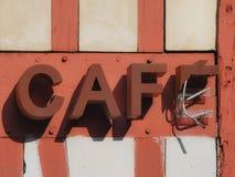 Enseigne au néon cassé de ` de ‰ du ` CAFÃ dans la rue dans les Frances Photo libre de droits