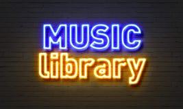 Enseigne au néon de bibliothèque de musique sur le fond de mur de briques illustration stock