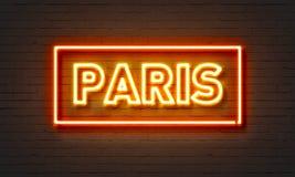 Enseigne au néon de Paris sur le fond de mur de briques Photographie stock