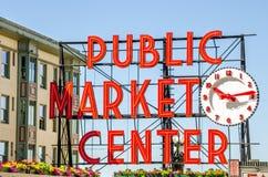 Enseigne au néon du marché de place de Pike Photos libres de droits